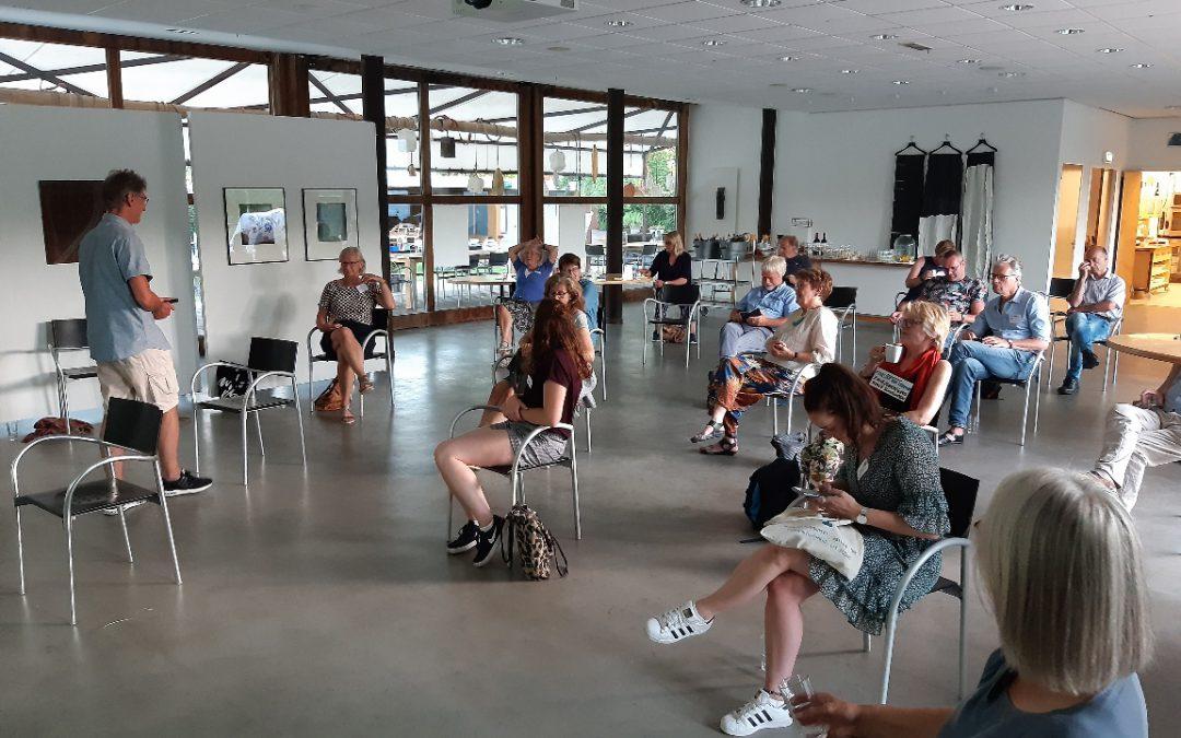 Proosten op de geboorte van het Cultuurcafe Midden-Delfland